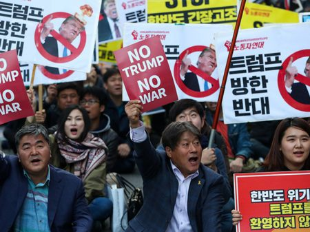 Sul-coreanos repudiam visita de Trump e a guerra