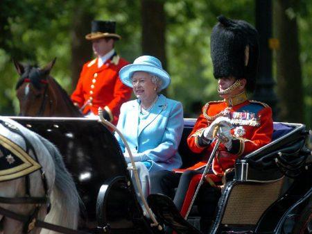 Paradise Papers flagram evasão fiscal da rainha e dos monopólios