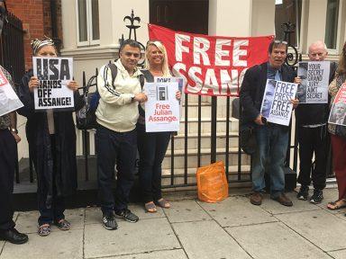 Perseguição dos EUA a Assange é volta do macartismo