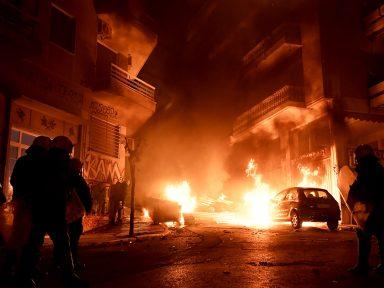 Gregos vão à luta contra ameaça ao direito de greve
