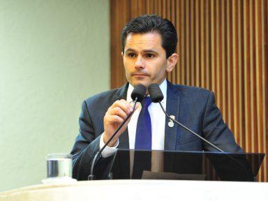 Márcio Pacheco repudia ataque às aposentadorias