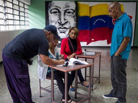 Candidato a prefeito de Caracas pelo PPT e PCV denuncia que não teve o seu nome na cédula