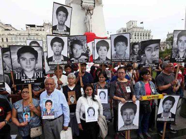 Peruanos  nas ruas repudiam perdão de Kuczynski a Fujimori