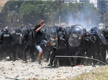 Fúria popular repudia Reforma da Previdência na Argentina