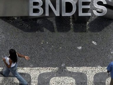Investimentos do BNDES desabam 20% no ano