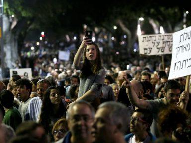 """Manifestantes ocupam centro de Tel Aviv contra o """"governo do crime organizado"""""""