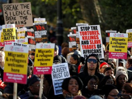 Londres: manifestantes exigem o fim da escravidão na Líbia