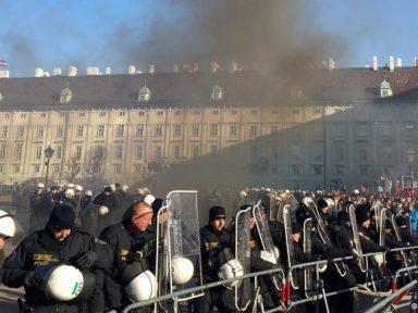 Austríacos repudiam posse de governo de coalizão com nazis