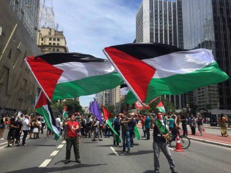 Manifestantes ocupam a Av. Paulista em apoio à Palestina