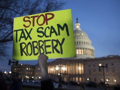 Senado presenteia bilionários com corte de US$ 1,5 tri de impostos