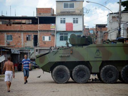 Temer quer suspender a Constituição Federal somente para favelas