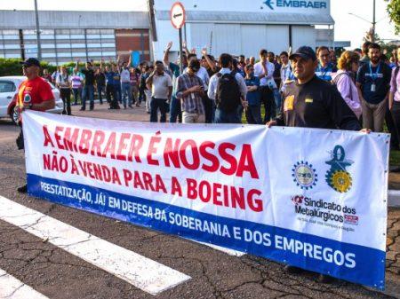 Embraer confirma negociação com a Boeing