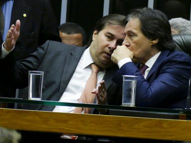 """""""Base aliada"""" explode: Planalto não pauta mais nada, dizem Maia e Eunício"""