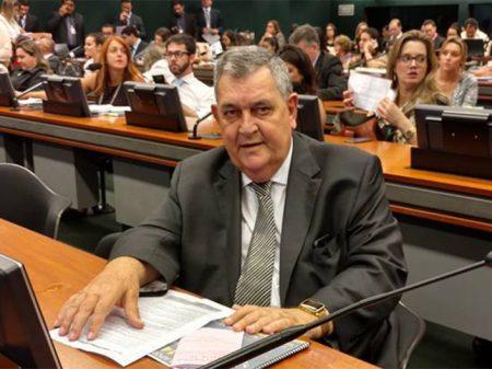 Votou contra a Previdência, será expurgado, alerta deputado Arnaldo Faria