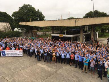 Trabalhadores em greve no dia 19 pararam fábricas e transporte