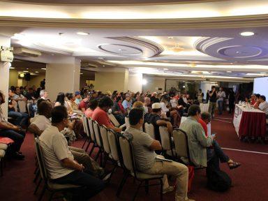Plenária dos servidores convoca população à Greve Geral no próximo dia 19