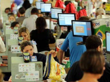 Após mudanças na CLT, supermercados dão calote em direitos
