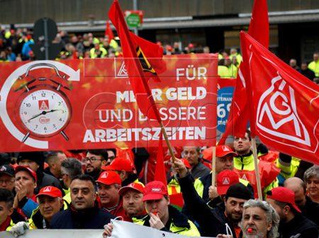 Metalúrgicos alemães exigem  8% e paralisam 260 fábricas