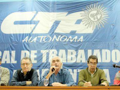 Centrais convocam mobilização e greve contra demissões de Macri