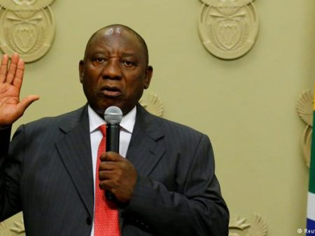 África do Sul: respondendo a processos por corrupção, Zuma renuncia