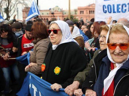 Mães da Praça de Maio barram invasão à sede