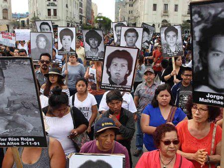 Peruanos pedem indulto anulado e prisão de Fujimori