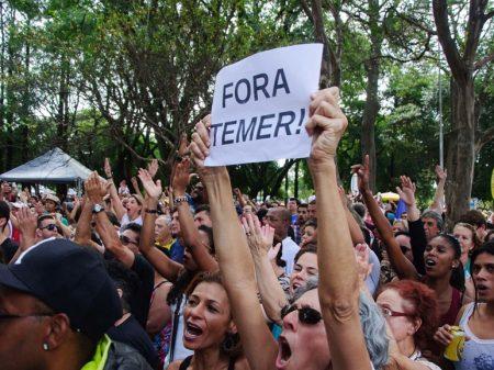 Temer desmonta palco e desiste de ir ao Rio