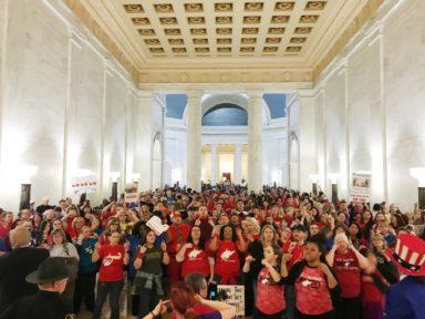 Professores da Virgínia fazem greve e conquistam 5% de reajuste