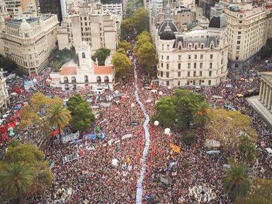 Argentina: multidão denuncia política da fome de Macri
