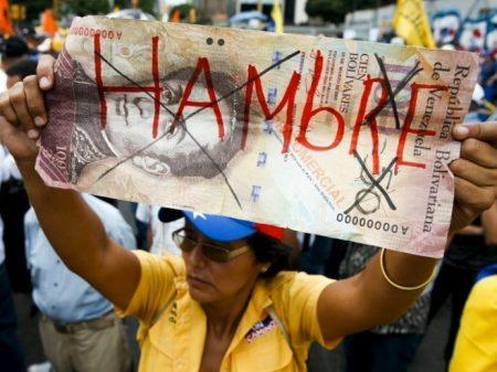 Sob pressão, Maduro adia cena eleitoral para maio