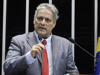 """""""A hora é de união para tirar o país da crise"""", diz João Goulart Filho, sobre o 31 de março"""