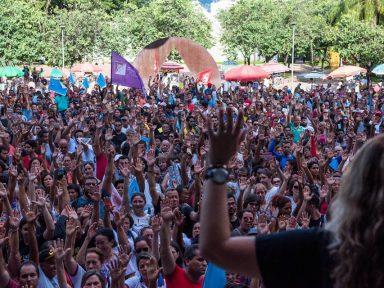 Pimentel não cumpre acordo salarial e professores mantêm greve em MG