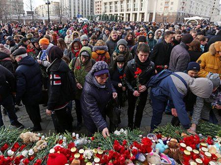 Rússia faz dia nacional de homenagem às vítimas do incêndio
