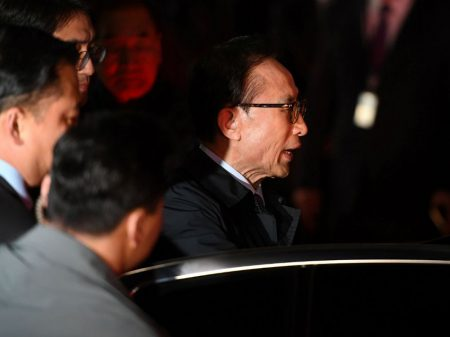 Tribunal de Seul decreta  prisão do ex-presidente Lee Myung Bak