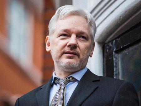 """Assange: """"governo inglês é só hipocrisia e fraude"""""""