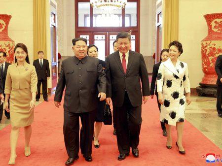 Kim Jong-Un reúne-se com Xi Jinping em Pequim