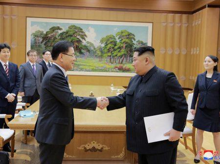 Kim Jong Un declara à delegação do Sul 'firme vontade de avançar a reunificação'
