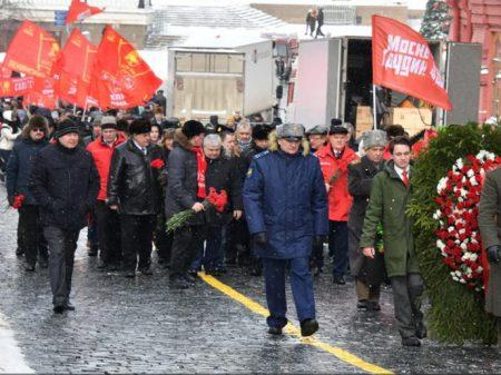 """Russos reverenciam Stalin: """"construtor  da URSS e da vitória sobre o nazismo"""""""