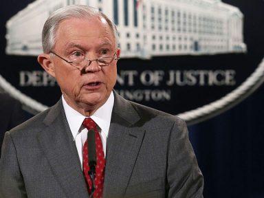Trump processa Califórnia por não aceitar lei anti-imigrantes