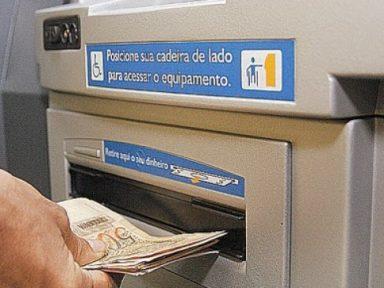 Saques à poupança superam depósitos em R$ 6 bi