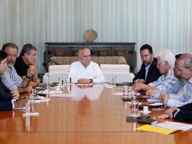 Governo planeja pagar intervenção no Rio com verba da Previdência