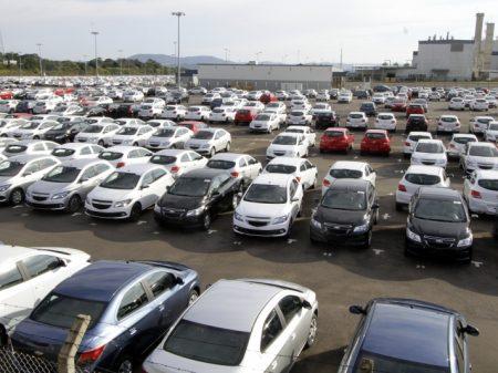 Produção de veículos cai 2,1% em fevereiro