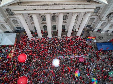 Ato pró-Lula de Curitiba frustra expectativas dos organizadores