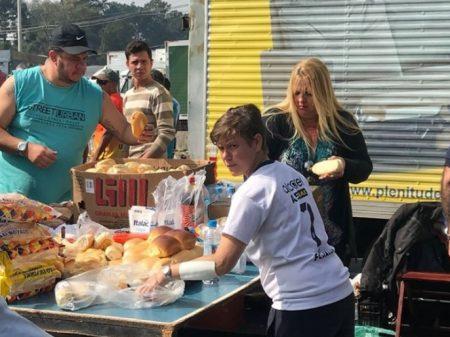 População doa alimentos para os caminhoneiros