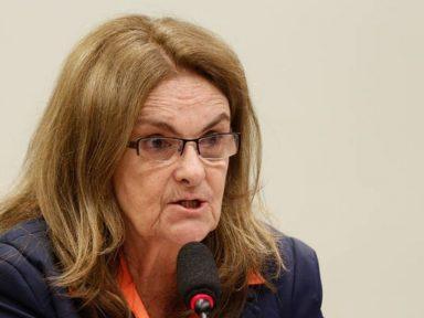 A questão do refino e os cortes de investimentos da senhora Foster