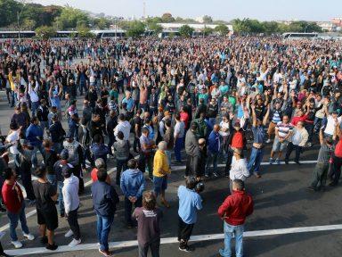 Metalúrgicos mantêm greve na Mercedes contra reajuste zero