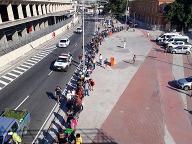 30 mil fazem fila por emprego no Rio de Janeiro