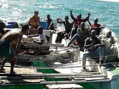 Barco com 25 imigrantes é resgatado no Maranhão