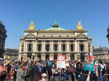 """Manifestação em Paris: """"Parem Macron e suas reformas!"""""""