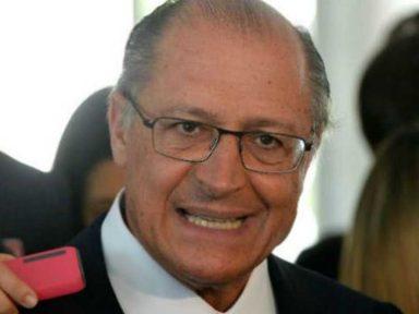 """Alckmin sobre Azeredo: """"não passamos a mão na cabeça de ninguém"""""""